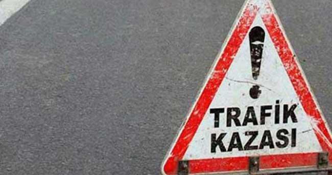 Ağrı'da askeri servisle kamyonet çarpıştı: 11 yaralı