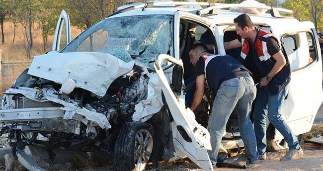 Aksaray'da feci kaza: 1 ölü, 12 yaralı