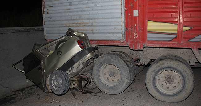 Tarım işçilerini taşıyan kamyon duvara çarptı: 3 ölü, 5 yaralı