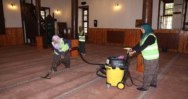 Seydişehir Belediyesi İbadethaneleri Temizliyor