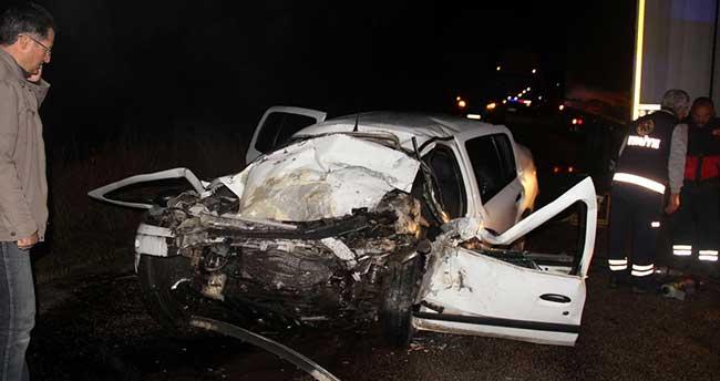 Sivas'ta otomobil ile tır çarpıştı: 1 ölü, 1 yaralı