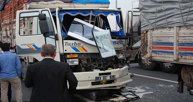 Aksaray'da İki Kamyon Çarpıştı: 6 yaralı