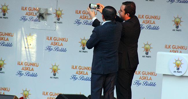 davutoglundan-mitingde-selfie-surprizi-2