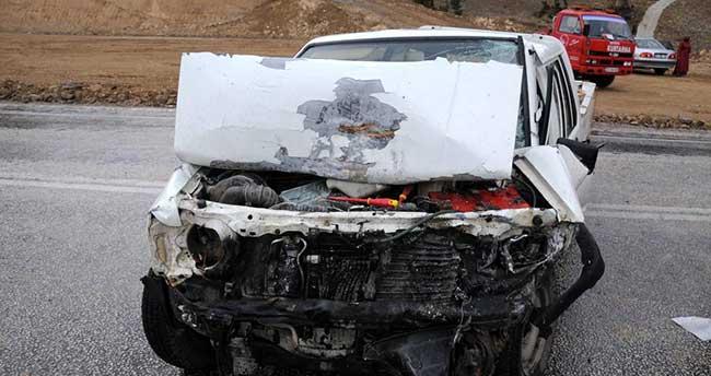 Isparta'da kamyonetle otomobil çarpıştı: 4 yaralı