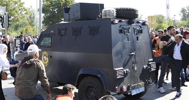 Ankara'daki Patlama sonrası vatandaşlar ile polis arasında arbede