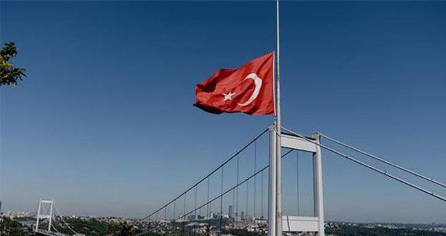 Bayraklar yarıya indirildi…
