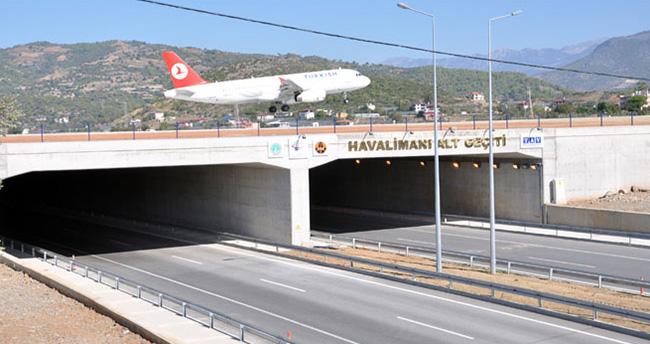 Türkiye'nin ilk viyadüklü uçak pisti açıldı