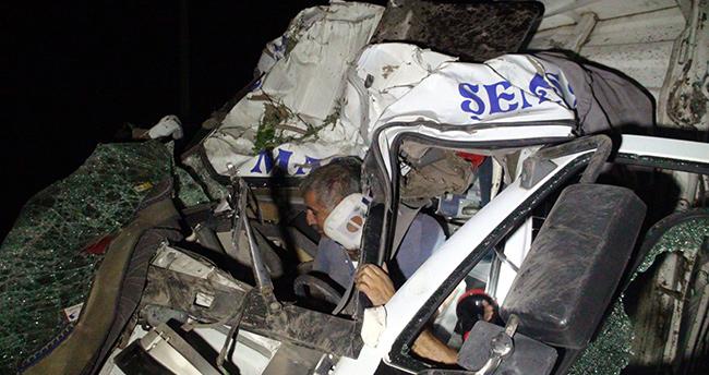 Aksaray'da kamyon ile otomobil çarpıştı: 8 yaralı