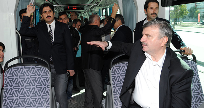 Başkan Tahir Akyürek Tramvayları Tanıttı