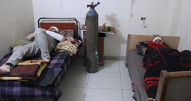 AA muhabirleri Halep'te trafik kazası geçirdi