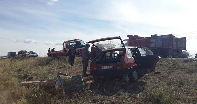 Beyşehir'de iki otomobil çarpıştı: 6 yaralı
