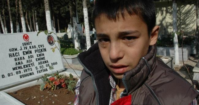 Şehit oğlu hem ağladı hem ağlattı