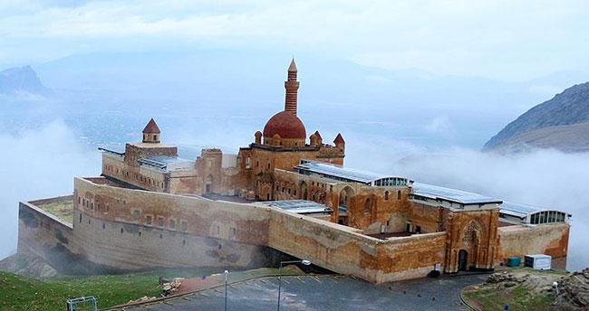 İshak Paşa Sarayı Camisi 100 yıl sonra ibadete açıldı