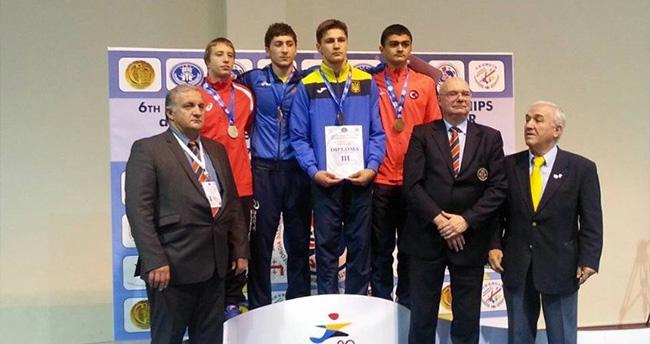 İşitme Engelli Sporcu Eskişehir'i Gurulandırdı