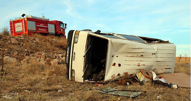 Yunak'ta Minibüs Devrildi : 1 Yaralı