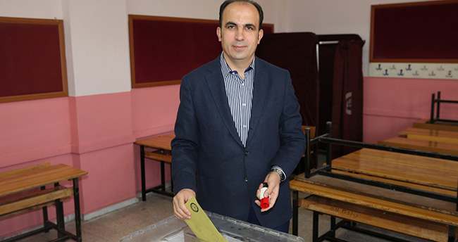 Başkan Uğur İbrahim Altay Sandık Başında