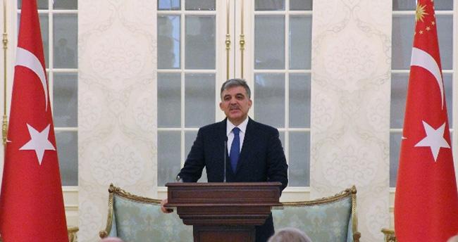 Abdullah Gül: 'AK Parti'yi bu başarıdan dolayı tebrik ediyorum'