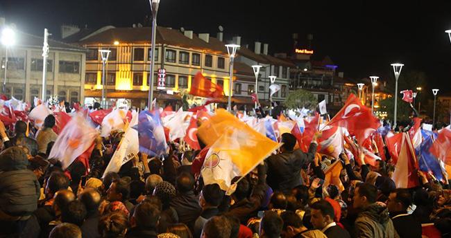 Konya'da seçim sonuçları coşku ile kutlandı