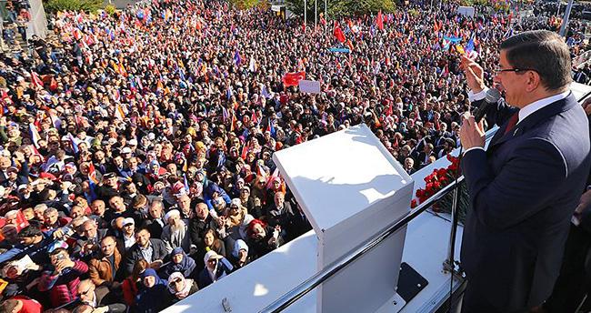 Başbakan Davutoğlu, Atatürk Havalimanı'nda vatandaşlara seslendi