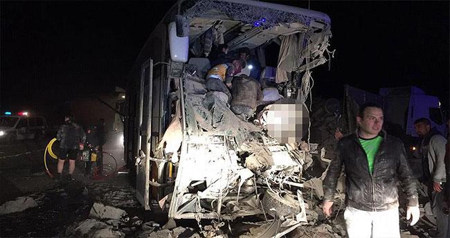 Erzurum'da trafik kazası: 3 ölü, 20 yaralı
