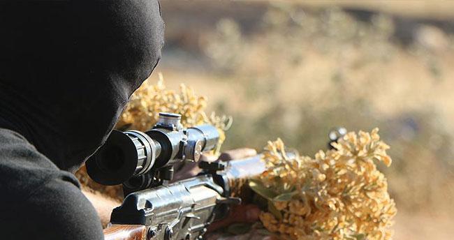 İranlı iki komutan Suriye'de hayatını kaybetti