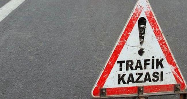 Karaman'da otomobil ile kamyonet çarpıştı: 7 yaralı