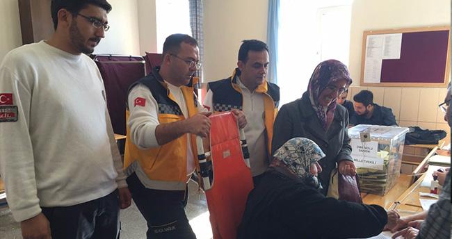 Konya'da 292 Vatandaş Ambulans ile Taşınarak Oy Kullandı