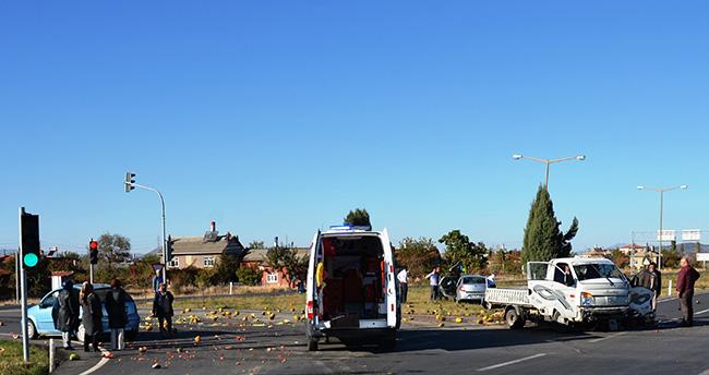 Konya'da kamyonet ile otomobil çarpıştı: 2 yaralı