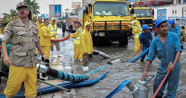 Mısır'da sel felaketi 9 can aldı