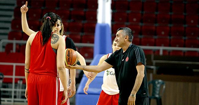 A Milli Kadın Basketbol Takımı'nda Aziz Akkaya Dönemi