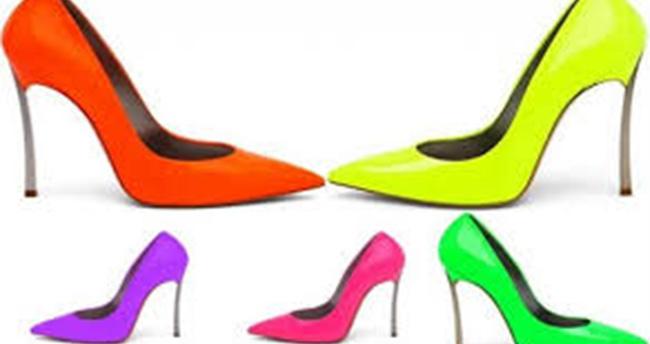 Kadınlar Dar ve Burunlu Ayakkabı Giymemeli