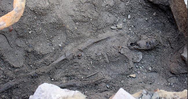 Foça'da 2500 Yıllık Lahitler Bulundu