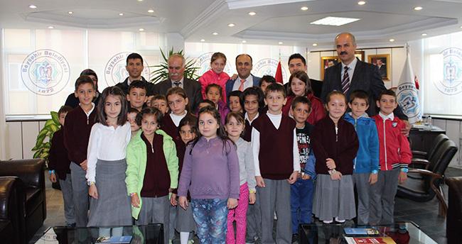 İlkokul Öğrencilerinden Başkan Özaltun'a Teşekkür Ziyareti
