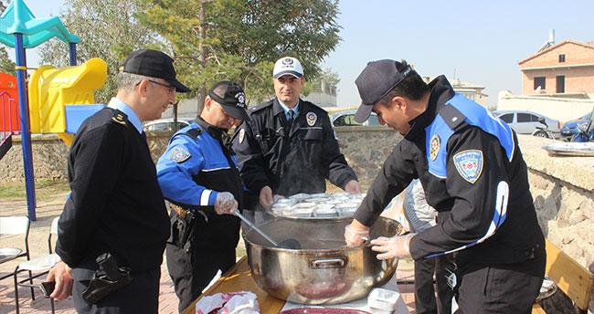 Karapınar Emniyet Müdürlüğü okullarda aşure dağıttı