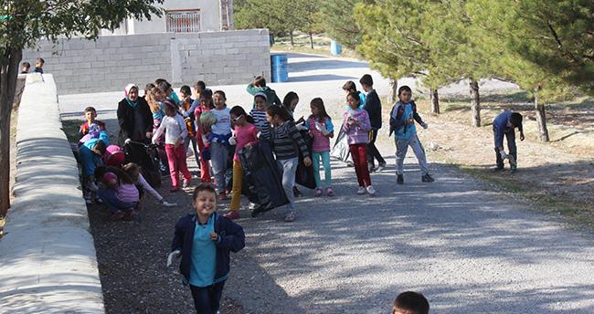 """İlkokul öğrencilerine """"çevre temizliği"""" eğitimi"""