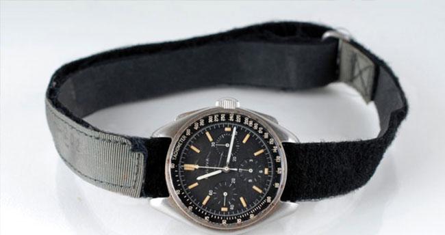 Aya seyahat eden saat rekor fiyata satıldı!