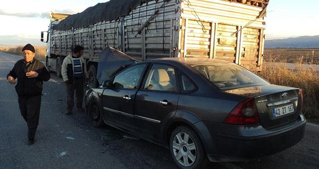 Konya'da otomobil tıra çarptı: 5 yaralı