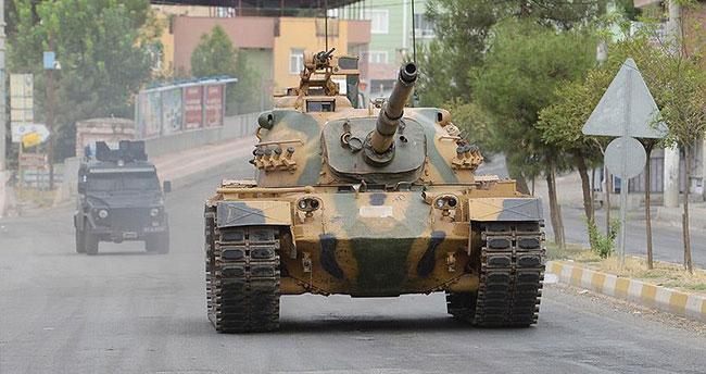 """Tankın altında kaldı, """"Şehit"""" oldu!"""