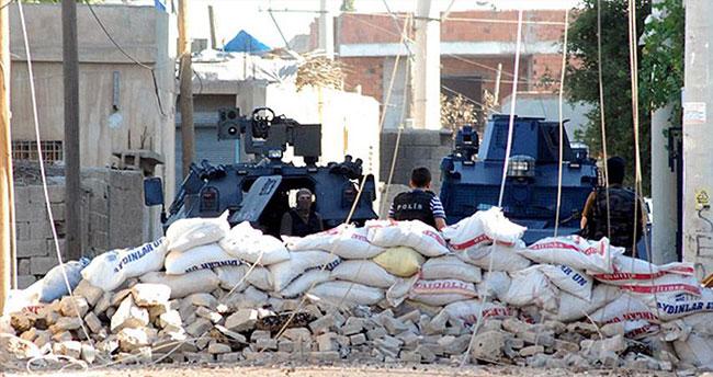 Teröristler saldırdı: 1 polis şehit