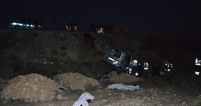Karaman – Konya yolunda kamyonet devrildi kaza: 3 ölü 2 yaralı