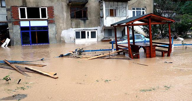 Sel ve heyelan sonucu mahsur kalan 31 kişi tahliye edildi