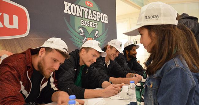 Torku Konyasporlu basketbolcular taraftarlarla buluştu