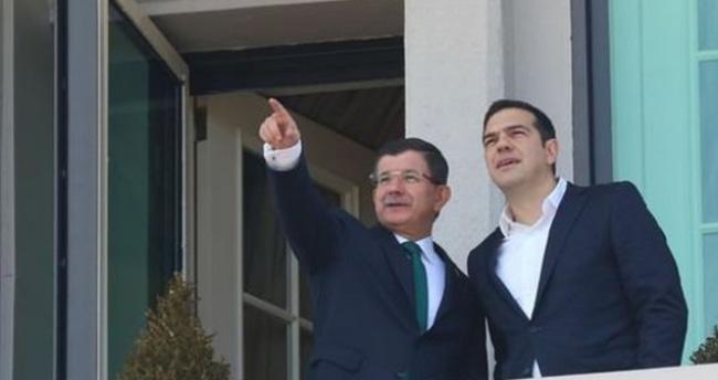 Davutoğlu Çipras'a balkondan Ankara'yı tanıttı