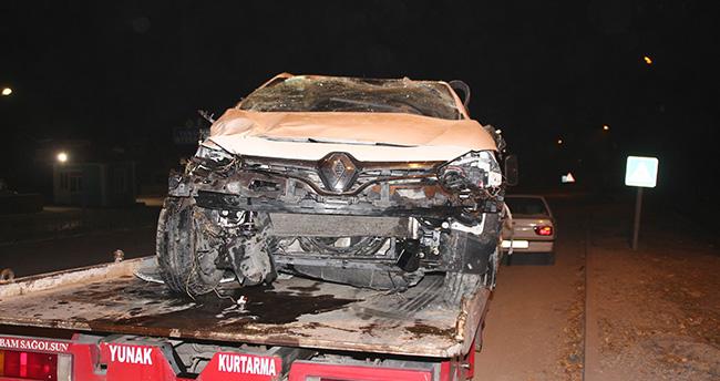 Konya'da Otomobil Bahçe Duvarına Çarptı: 2 Yaralı