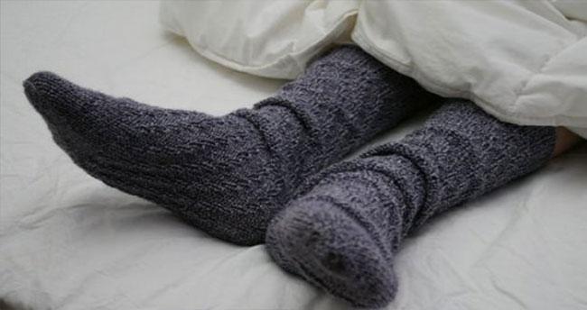 Uzmanlar uyardı: Gripken ıslak çorapla uyuyun