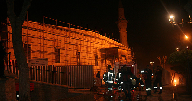 Konya'da Tarihi Camide Yangın Paniği