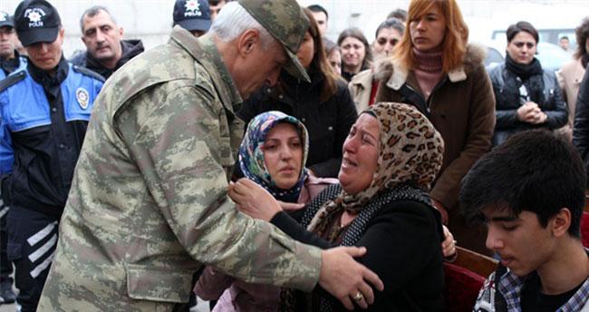 Diyarbakır'da şehit polisler için tören