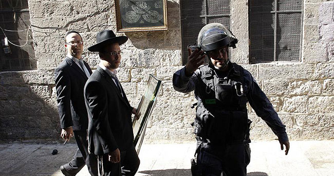Yahudi yerleşimciler polis koruması altında Mescid-i Aksa'ya girdi