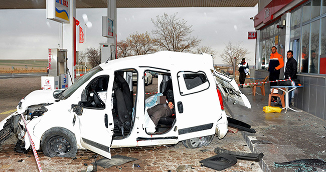 Cezaevinden İzinli Çıkan Mahkumlar Konya'da Kaza Yaptı : 1 Ölü, 2 Yaralı