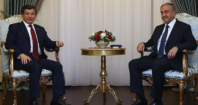 Başbakan Davutoğlu, KKTC Cumhurbaşkanı Akıncı ile ortak basın toplantısı düzenledi